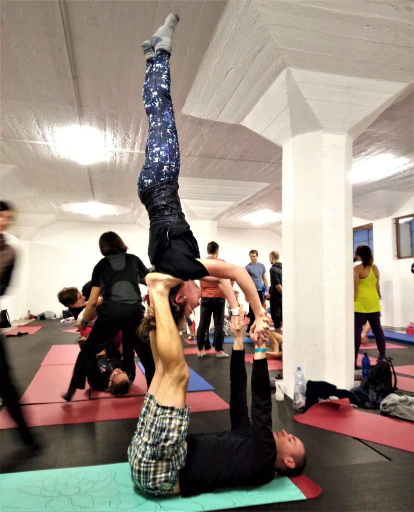 acro handstand